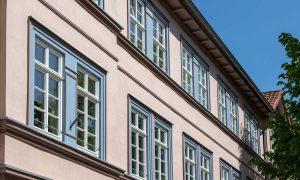 Schutzanstrich Holz-Fenster